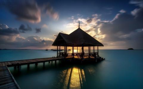 海边的日出