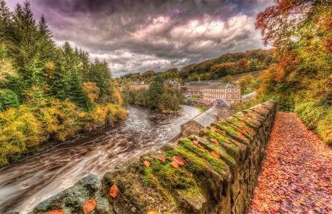 河在秋天山林4k超高清壁纸和背景