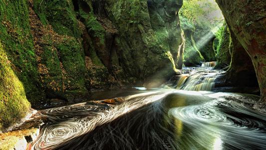 太阳照耀着森林洞穴全高清壁纸和背景