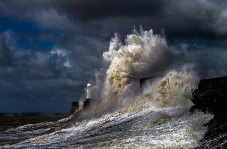 强大的风暴全高清壁纸和背景图像中的灯塔