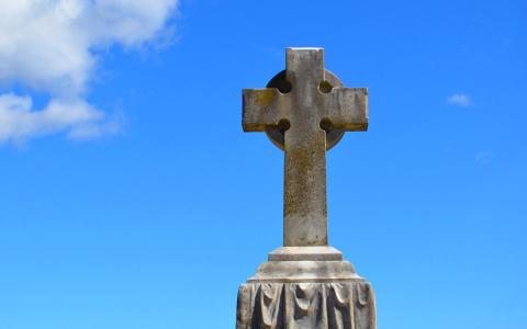 一个美丽的十字架在Lithgow公墓全高清壁纸和背景
