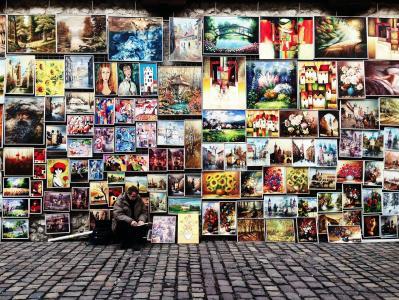 街头艺人卖他的艺术品和绘画全高清壁纸和背景