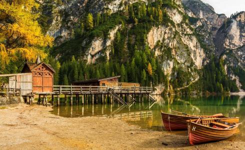 静谧的阿尔卑斯山码头