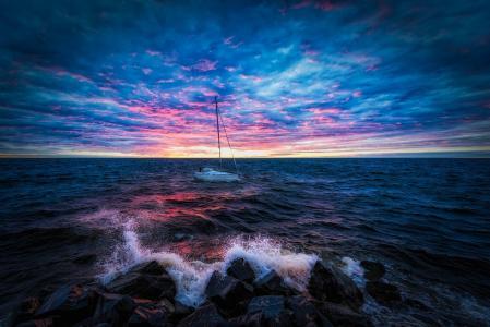 在崎嶇的海面上日落全高清壁紙和背景圖像上船